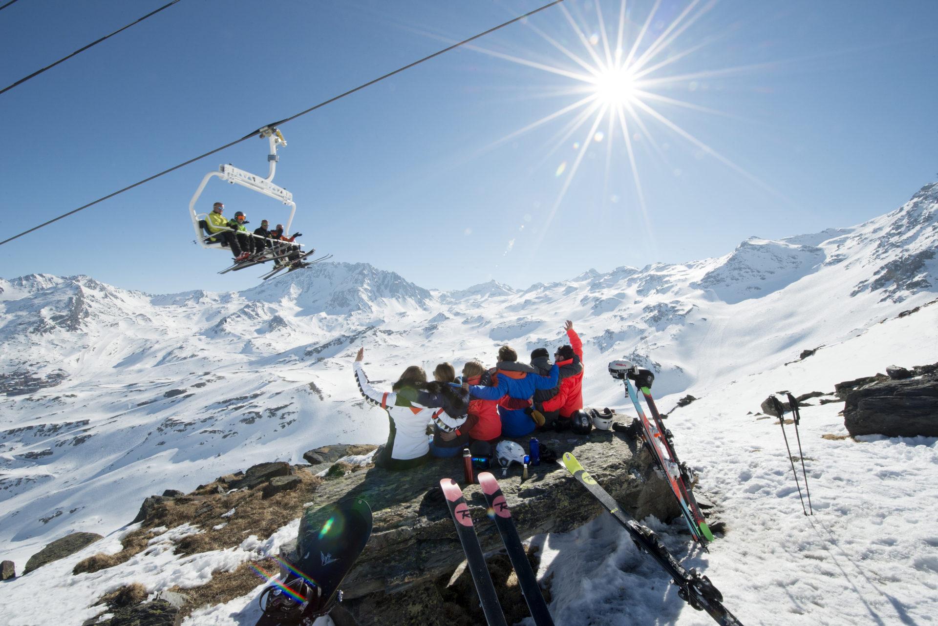 Venez skier sous le soleil d